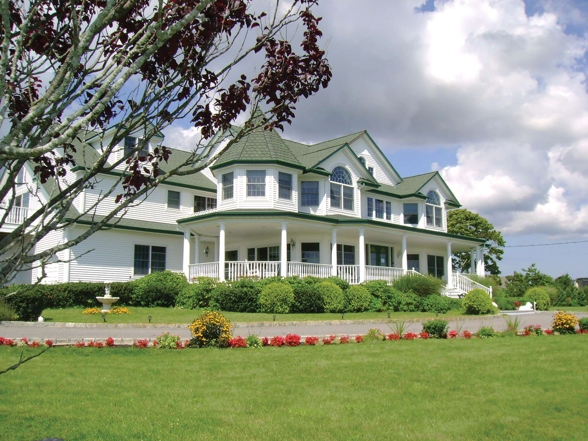 Comercial por un Venta en A Victorian On The Bay Eastport, Nueva York